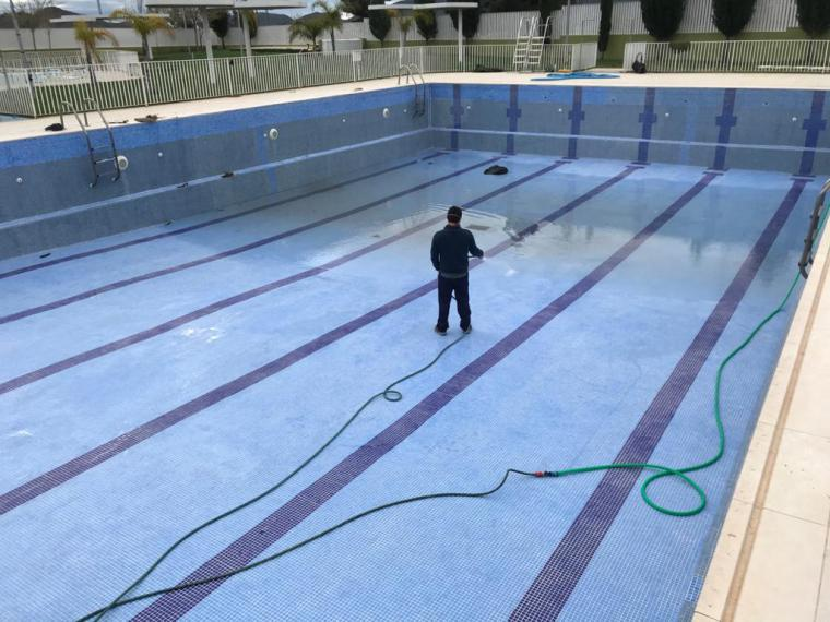 Las piscinas de verano de Puerto Lumbreras se preparan para su apertura el 1 de julio