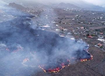Aparece una nueva boca en el volcán de Cumbre Vieja a 900 metros de distancia de la última y ya van nueve