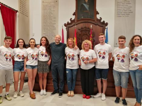 """Las camisetas con el lema """"¡Viva Lorca que es mi pueblo!"""" ayudarán a promocionar el folklore local"""
