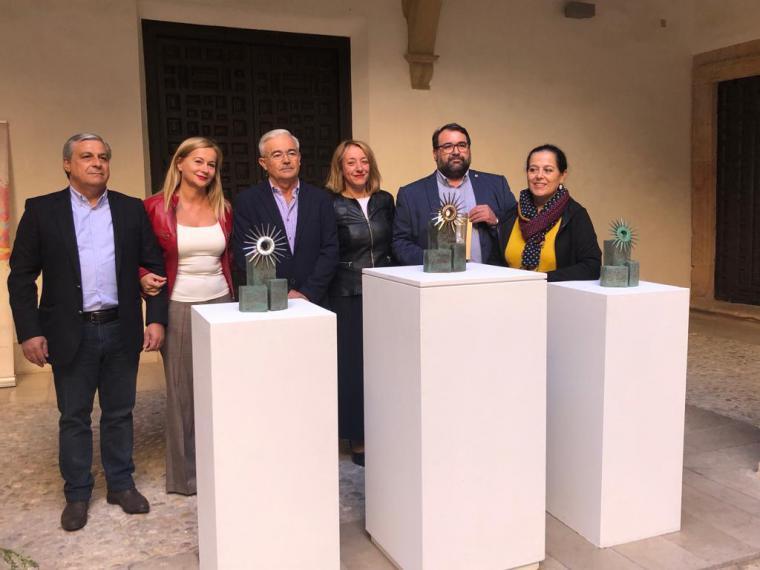 """Lola Arcas, esculpe los trofeos de los ganadores del XXIX Festival Internacional de Cante Flamenco """"Ciudad del Sol"""" que se celebrará los días 7, 8 y 9 de noviembre"""