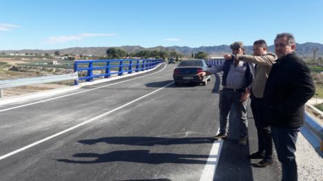 """Fulgencio Gil celebra la entrada en servicio del nuevo puente sobre la rambla de Biznaga que """"vertebra la comunicación por carretera en nuestras pedanías"""""""