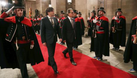 Puigdemont ordena una purga entre los Mossos