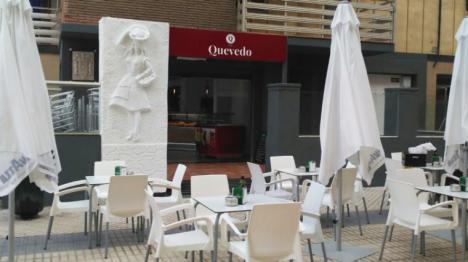 QUINTA SESIÓN DEL CAFÉ LITERARIO DEDICADO A LA BRUNA HUSKY DE ROSA MONTERO Y LA INTELIGENCIA ARTIFICIAL, EN LA CAFETERÍA - PASTELERÍA QUEVEDO 1981 DE ALMERÍA, EL 13 DE MARZO A LAS 20.00 h