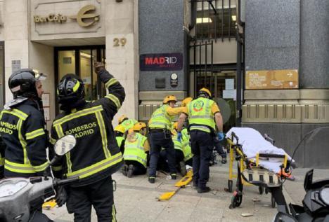 Muere la mujer a la que le cayó un trozo de una cornisa en el centro de Madrid