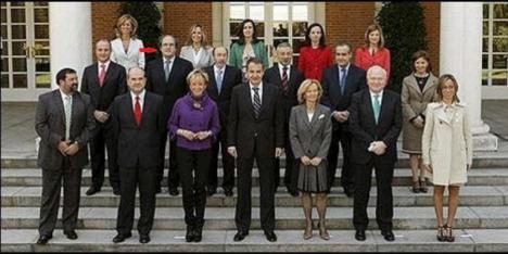 José Luis Rodríguez Zapatero y 26 de sus ministros se suman a la campaña con una carta en apoyo de Ángel Gabilondo