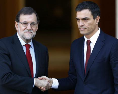 Rajoy y Sánchez unen sus manos contra el desafio separatista.