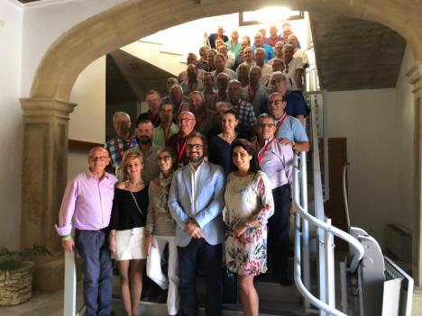 El alcalde de Lorca recibe en el Ayuntamiento a los soldados de reemplazo que auxiliaron en las inundaciones de 1973 y que vuelven a reunirse 46 años después