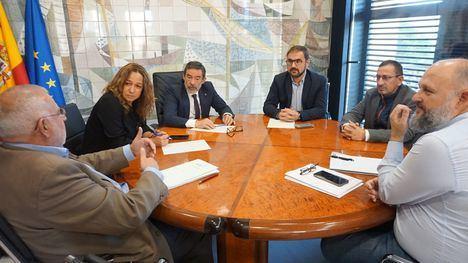 """El alcalde de Lorca se reúne en la Delegación del Gobierno de Murcia para estudiar """"un paquete de medidas relativas a la terminación de las justificaciones y de los expedientes de reconstrucción"""""""