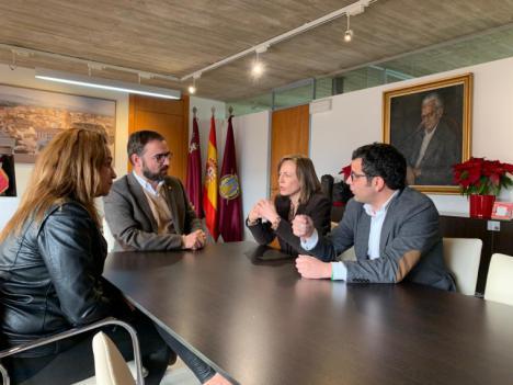 El Alcalde de Lorca recibe a la Alcaldesa de Huércal Óvera con el fin de establecer líneas de colaboración en cuestiones tales como el patrimonio, el medio ambiente o el comercio
