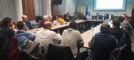 El delegado del Gobierno y del Ministerio de Transportes, Movilidad y Agenda Urbana en Murcia, mantienen una reunión con representantes de los colectivos vecinales afectados por el soterramiento