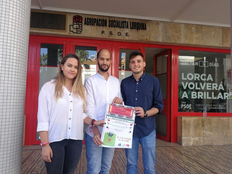 El Secretario General de Juventudes Socialistas de Lorca, José Ángel Ponce, ha presentado esta mañana la quinta edición de la campaña solidaria de recogida de material escolar