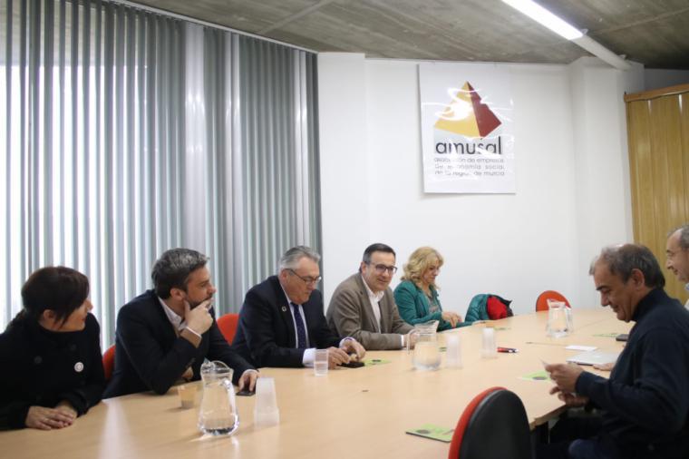 El PSOE propone que las empresas implanten un registro horario para regular la jornada laboral