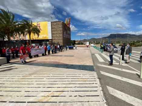 El Ayuntamiento traslada, junto a la Policía Local, el agradecimiento de los lorquinos a todos los empleados del sector privado que también trabajan en primera línea