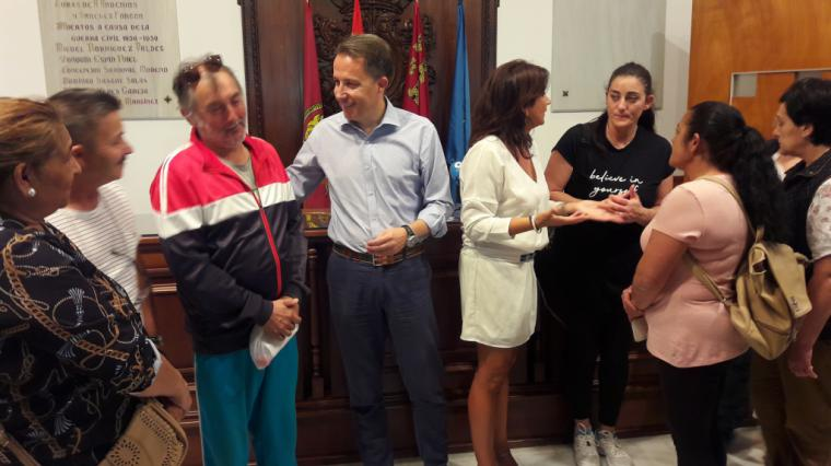 """Fulgencio Gil exige un Plan Municipal de Vivienda Joven coordinado con los vecinos para """"dotar de vida"""" los 59 pisos municipales del barrio de San Fernando"""