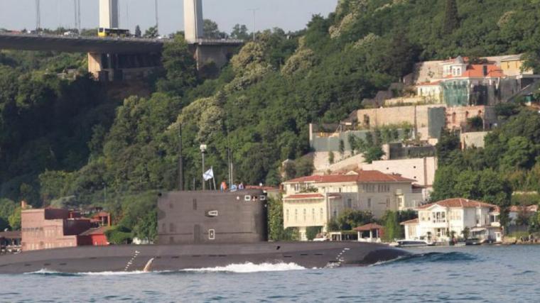 Los Estrechos Turcos y el derecho de paso de los submarinos