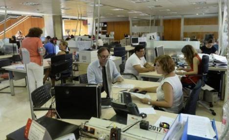"""Francisco Lucas: """"Unos 80.000 funcionarios murcianos se benefician del aumento de sueldo del 2 por ciento aprobado por el Gobierno de España"""""""