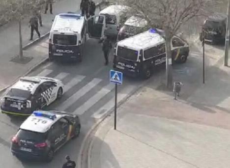 Detenidos por la policía tras saltarse la cuarentena y darse a la fuga en una furgoneta robada