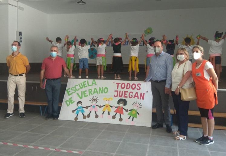 """El delegado de Igualdad visita la Escuela de Verano """"Todos Juegan"""" en Albox y otros centros gestionados por la Asociación El Saliente"""