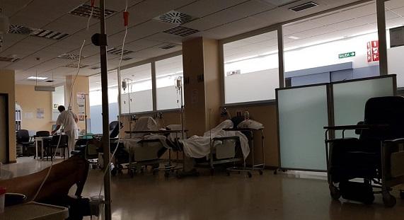 Horas después de que el CSIF denunciara que 18 trabajadores de la quinta planta del Hospital de Poniente estuvieran en cuarentena por culpa de la mala gestión de un supervisor, estos desmienten dicha información