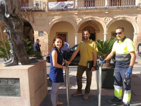 El Ayuntamiento de Lorca instala siete 'aparcabicis' para facilitar y fomentar el uso de este medio de transporte saludable y respetuoso con el medio ambiente