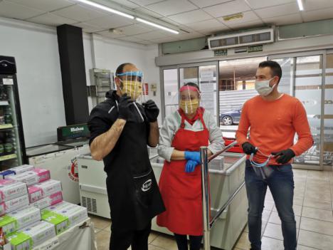 El Ayuntamiento de Puerto Lumbreras reparte 300 pantallas de autoprotección a los trabajadores de los comercios