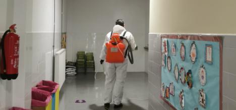 La Concejalía de Educación de Puerto Lumbreras refuerza las labores de desinfección en los centros educativos de cara a la vuelta a las aulas