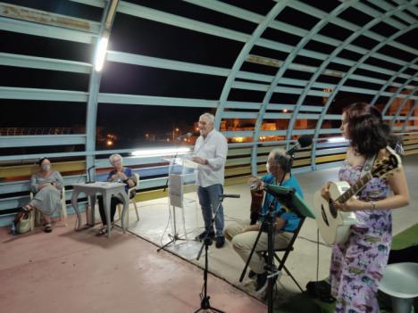 """Más de un centenar de lumbrerenses disfrutaron con la vuelta del recital de poesía del """"Nogalte Cultural"""""""