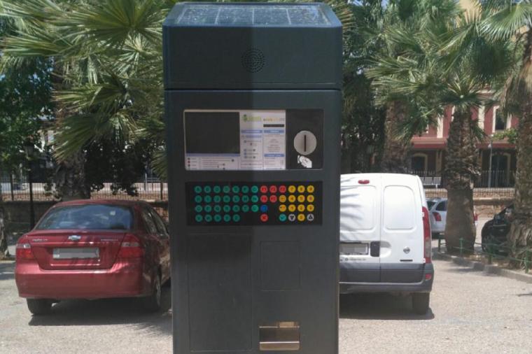 A partir del próximo lunes, 18 de mayo, aparcar en zona azul y San Vicente o viajar en autobús urbano volverá a ser de pago