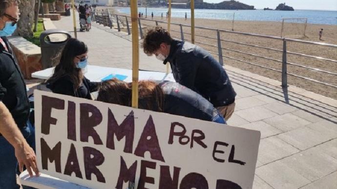 El Ayuntamiento de Águilas inicia la campaña de recogida de firmas en apoyo a la ILP para salvar el Mar Menor