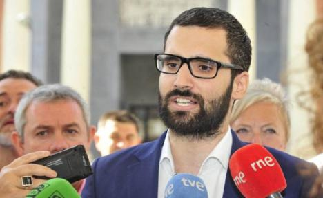 """Lucas: """"Vox quiere convertir en su circo la Asamblea Regional, con el visto bueno de PP y Ciudadanos, que le ríen las gracias"""""""