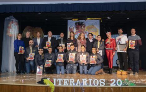La recaudación de la venta del libro del Carnaval de Aguilas se destinará a Asteamur