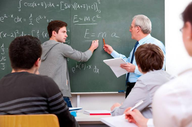CSIF se opone a la vuelta de los docentes a los centros educativos a finales de junio, tal y como plantea la Consejería