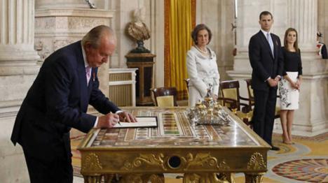 """Un ex espía español ha dicho: """"Yo fui la causa de la abdicación del rey"""" y le acusa de haber robado 33.000 millones"""