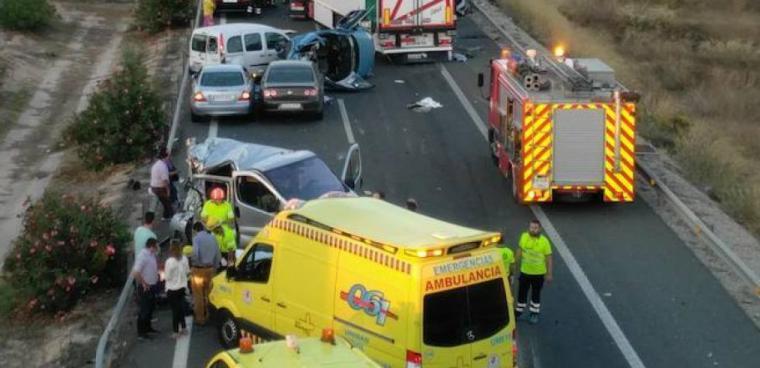 Accidente mortal en la A-7: El conductor de una grúa es arrollado por un camión a la altura de Alhama de Murcia