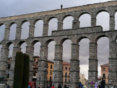 Un hombre amenaza con tirarse desde el Acueducto de Segovia