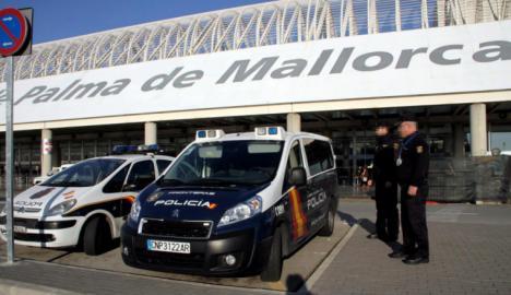 La Policía controla puertos y aeropuertos para tratar de localizar al hijo de la mujer hallada muerta que podría haber huido con su novia