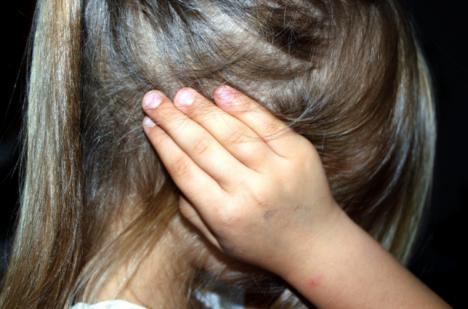 Acoso escolar : Una niña de 14 años acabó con la nariz rota y varias contusiones tras ser agredida por varias compañeras en un instituto de Madrid