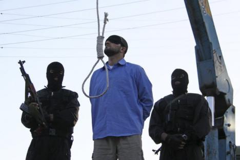 Ahorcan en Irán a un hombre por homosexual