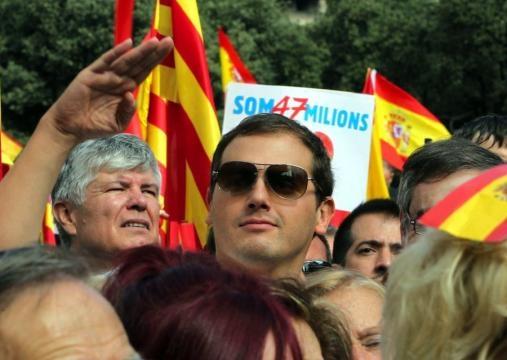 Editorial: Cama para tres, PP y Vox le hacen sitio a Ciudadanos, el partido prostituta español