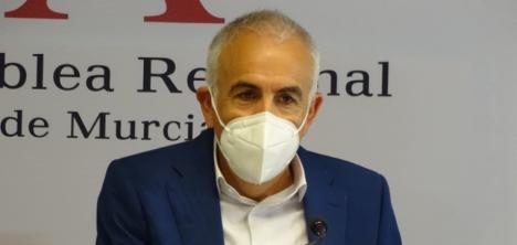 """Martínez Baños: """"Los tres portavoces de López Miras pervierten la democracia e impiden el control al Gobierno"""""""