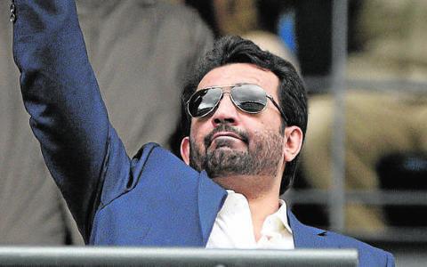 George Clooney le ofrece al jeque Al-Thani 15 millones de euros por el Málaga