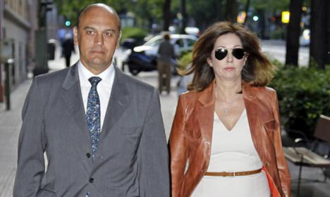 La Audiencia Nacional ha citado a declarar al excomisario Villarejo y su hijo por una de las ramas del sumario, la que afecta a Juan Muñoz, marido de Ana Rosa Quintana