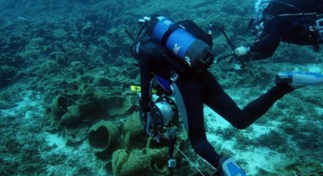 Hallan restos de un naufragio con ánforas fabricas en Cadiz del siglo I o II después de Cristo.