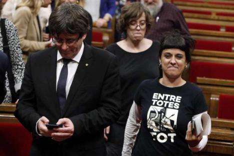 Los acuerdos de un Puigdemont cesado con Ana Gabriel y con los Mossos de por medio.