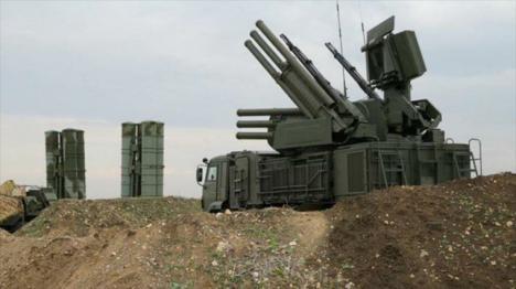 Sistemas antiaéreos rusos derriban 27 cohetes dirigidos contra la base militar de Hmeymim