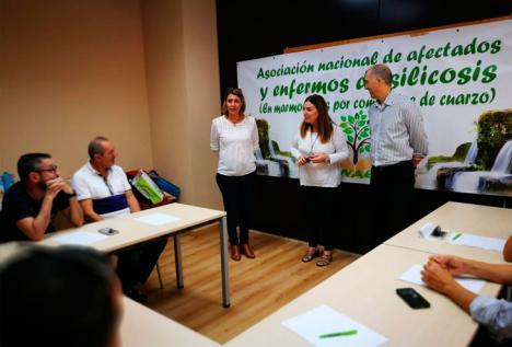 La Asociación Nacional de Afectados y Enfermos de Silicosis (ANAES), amenazada con acciones legales por un trabajador de Cosentino