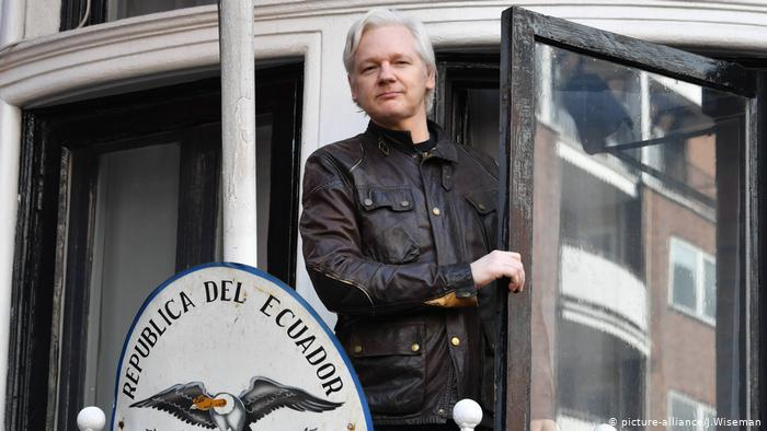 Julian Assange, confundador de Wikileaks ha sido detenido por la Policía londinense