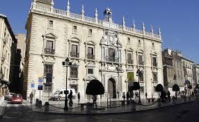 Hoy juzgan en Granada al hombre acusado de intentar matar a otro con una navaja y un casco