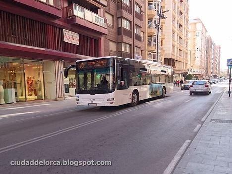 El Ayuntamiento de Lorca niega que se vaya a privatizar el servicio municipal de autobuses