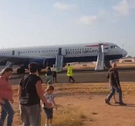 Aterrizaje de emergencia en Valencia tras incendiarse un motor y llenarse de humo el avión